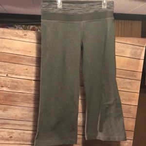 Lu Lu Lemon size 6 Capri yoga pants